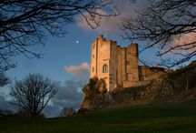 Castles accommodation / Wales has many Castles to visit but there are not many where you can book to stay at for your holiday, vacation or even that special occasion such as a wedding.