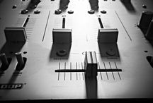 Platenlabel beginnen: tips & tricks / Hoe start ik een muzieklabel en wat heb ik daar allemaal voor nodig? Een producercontract bijvoorbeeld. Hier vind je nuttige links en enkele juridische tips om je op weg te helpen.