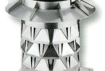Injektor Aufsatz / Das Injektor Aufsatz-System  Die optimale Lösung für maximalen, gleichmäßigen Zug im Schornstein. Auch unter schwierigsten Witterungsverhältnissen durch das Injektionsdüsenverfahren.  Jede Brennstelle, gleich ob Gas, Öl oder Festbrennstoff funktioniert dann optimal und hat die günstigsten Verbrauchswerte, wenn das Heizsystem ideale Bedingungen im Schornstein vorfindet. Auch niedrige Abgastemperaturen erfordern optimale Schornstein-/ Betriebsbedingungen.