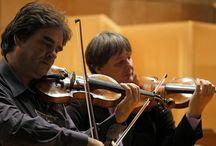 A doua rundă Duelul Viorilor 2014 din 10 în 19 decembrie în toată ţara / După o primă rundă de mare succes a celei de-a 4 ediţii a Turneului Naţional Duelul Viorilor, violoniştii combatanţi Liviu Prunaru (Stradivarius) şi Gabriel Croitoru (Guarneri) şi arbitrul, pianistul Horia Mihail, sunt nerăbdători să înceapă a doua rundă, care îi va duce în cele 3 principale provincii istorice ale României: Muntenia, Transilvania şi Moldova, în perioada 10-19 decembrie 2014.