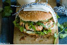 Fitte Burger Rezepte / Burger müssen nicht immer ungesund sein! Wir liefern dir fitte Burger Rezepte die gesund sind und trotzdem super schmecken. Ob mit Lachs, Ziegenkäse oder vegan – diese Varianten lassen die Herzen wahrer Burgerfans höher schlagen. Versprochen!