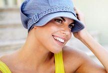 Τυρμπάν by Wigs / Το καλό με τα αξεσουάρ μαλλιών και κυρίως με τα τυρμπάν, είναι ότι μετατρέπουν ακόμη και το πιο απλό ντύσιμο σε statement μόδας ενώ σας βγάζουν πάντα από τη δύσκολη θέση στις «κακές» μέρες των μαλλιών σας, ή αν έχετε κάποιο ιατρικό θέμα.  Τα κατά τα άλλα διαχρονικά τυρμπάν, αυτό το καλοκαίρι κάνουν ένα δυναμικό come back και προσθέτουν στυλ και αέρα σταρ του σινεμά, τόσο στις πρωινές όσο και στις βραδινές σας εμφανίσεις.