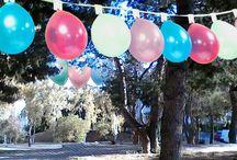 Τοπίο με θέα τα μπαλόνια / Βγάζεις μιά φωτογραφία στή γειτονιά σου..Τή θέλεις νά εἶναι γιορτινή.... Τή στολίζεις μέ μπαλόνια κι ὕστερα τή ζωγραφίζεις... Μέ το χέρι σου δέν τά καταφέρνεις.... Μέ τον τρόπο σου ὅμως γίνεται...