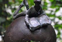 Kunstobjecten sculpturen keramiek  porselein en glas