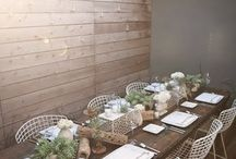 Outdoor Table Inspiration / Inspiration for dining at your outdoor table! Table settings, colors, prints, centerpieces, and lighting.