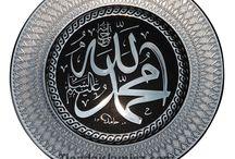 Decoración islámica / Hecho de acrílico durable, estas placas son una  excelente adición su espacio personal o en la oficina. Usted puede elegir el Ayatul-kursi, Allah Muhammad, Asma-ulhasna o la Kalimah. Se pueden colgar en la pared o con un soporte. Les ofrecemos dos tamaños y el soporte es GRATIS.