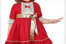 Vestidos de niñas y niños