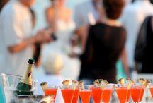 Gäste auf der Hochzeit / Eine Hochzeit ohne Gäste ist nicht vorstellbar! Auf Moderne Hochzeit bekommen Sie Information unter Ratgebern über Gäste auf der Hochzeit und Ihre Outfits.