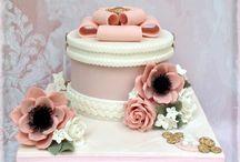 Hatbox / Giftbox Cakes