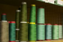 Fabrication Vert Emeraude / Fabrication Française des tapis de selle Tacante - 100% Polyester - Tapis de selle vert émeraude - Doublure rouge