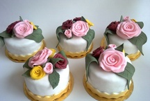 MINI CAKES / by Wendy Salcedo