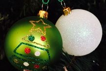 Diy christmas ornaments / Christmas is coming! Make my old ornaments updated or more trendy...from flats silver color to glitter balls