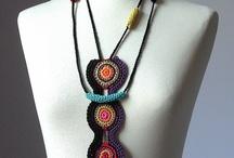 Bijuterias de crochê & outras técnicas handmade / by Giuliana Mantovi