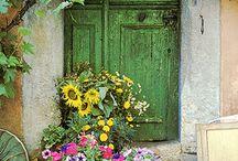 Charming Garden Doors / http://dabbiesgardenideas.com