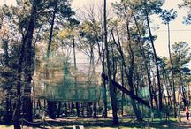 FUN BOX / Cage à fils géante  s'élevant sur trois étages, elle prend la forme d'un labyrinthe perché en hauteur dont il faut trouver la sortie. Elle se pratique en toute sécurité sans baudrier!  Toboggan géant à la fin – entrée comprise avec votre billet du parc.