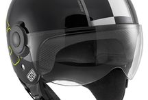 AGV Bali Copter / The Bali Copter helmet is intended for scooter riders looking for a stylish product with strong Urban connotations. This helmet features a helicopter pilot's visor and the leather and soft inner materials are colour coded to match the shell and perfectly fit the metropolitan scenario rides usually cross. There are 3 different shell sizes from XS to XL which provide great safety and a comfortable fit