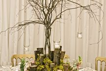 Secret Woodland Garden / Inspired by the grounds of Crow Hill itself, this wedding decor features natural wood and moss accompanied by delicate spring blooms.