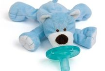 Wubbanub / WubbaNub pacifiers soothe baby s fussy time in a way that no other pacifier can. Innovative, patented design prevents pacifier from being lost, dropped or forgotten!