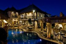 Holy Humongous Homes! / Luxurious houses that are totally over-the-top!