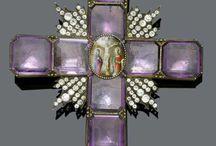 Кресты с камнями