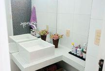 * Banheiros *
