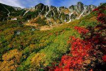 Idées activités en plein air Japon / Entre montagnes, lacs et volcans, le pays dévoile son charme sauvage aux détours des chemins. Avec près de 75% de son territoire occupé par des montagnes ou des volcans, le Japon est une destination idéale pour les amateurs de randonnées. Que ce soit pour de véritables trekking ou une marche d'une journée, les randonneurs de tout niveau trouveront le spot idéal pour se délecter des grands espaces et de la beauté de la nature japonaise. https://www.vivrelejapon.com/theme-activites-en-plein-air