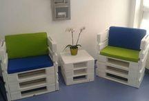 mesas y sillas con palett