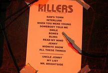 Sam's Town Tour Setlists / Foto delle setlist cartacee dei concerti della band durante il Sam's Town Tour [2006-2007] N.B. Le setlist finali dei concerti potrebbero non essere queste