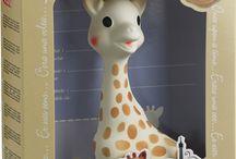 Sophie la girafe / Complementos para bebé naturales y ecofriendly. Sophie la girafe está realizada en caucho natural. Un juguete muy apto para los bebés y para la tranquilidad de los padres
