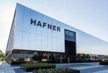 Chairholder Projektbericht: Hafner, Fellbach / Am 25. Oktober eröffnete die Philipp Hafner GmbH & Co. KG offiziell ihren neuen Unternehmensstandort in Fellbach. Die Philipp Hafner GmbH & Co. KG ist ein Maschinenbau-Unternehmen im Bereich der Fertigungs- und Messtechnik und konzipiert kundenspezifische Lösungen sowie die Herstellung von hochpräzisen Komponenten und Vorrichtungen der Fertigungsmesstechnik.