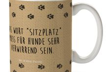 Hunde Kollektion / Eine wunderschöne spülmaschinenfeste Keramiktasse (bis zu 2000 Waschgänge!!!) aus dem Hause Mr. & Mrs. Panda, liebevoll verziert mit handentworfenen Sprüchen, Motiven und Zeichnungen. Unsere Tassen sind immer ein besonders liebevolles und einzigartiges Geschenk. Jede Tasse wird von Mrs. Panda entworfen und in liebevoller Arbeit in unserer Manufaktur in Norddeutschland gefertigt.
