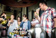 Dutch Tea Festival / EEN DAG VOL THEE! De 35 standhouders die tijdens het Dutch Tea Festival hun heerlijk geurende waar aanboden, trokken ruim 1200 bezoekers. Het sfeertje was verrukkelijk, evenals de high tea's en de muzikale intermezzo's van de artiesten uit Giels Talentenjacht. Het allereerste theefestival van Nederland, georganiseerd en gefaciliteerd door DeFabrique, was daardoor een groot succes.  Volgende editie van het Dutch Tea Festival vind plaats op 28 mei 2017.