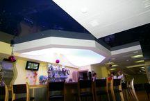 Vecta Design -sisäkatot (puplic places) #strech ceiling #valokatto #sisäkatto #valokuvatapetti / Vecta Desing toteutuksia. Valokatot, sisäkatot, valokuvatapetit. Korostus ja näyttävyys LED-valoilla. Valaistuksen ohjaus toteutetaan Talomatilla. Ideoita pintaremonttiin ja tunnelman luomiseen.