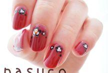 赤い爪に黒ホロのお花  / なすこネイルさん