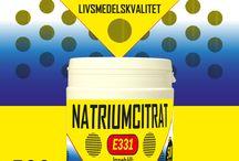 Natriumcitrat (Trinatriumcitrat) livsmedelskvalitet / Trinatriumcitrat är ett salt av citronsyra. Det produceras genom en neutralisering av citronsyra med hjälp av natriumhydroxid och en påföljande kristallisering.