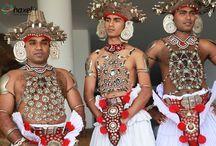 Sri Lanka z Haxelem / Na Sri Lance są gorące tropikalne plaże, ciekawe zabytki związane z religią buddyjską i rzecz jasna plantacje cenionej na całym świecie herbaty. Symbolem Sri Lanki jest słoń, nasi uczestnicy mieli więc wiele okazji do bliskiego z nimi kontaktu m.in. podróżując na ich grzbiecie oraz podziwiając dzikie słonie, których kilka tysięcy żyje na wyspie.   Na Sri Lance wiele miejsc niesamowitych - zadziwiające budowle, piękna przyroda - wyspa oferuje więc wszelkie potrzebne atrakcje turystyczne.