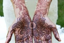 Henna / Henna is a form of temporary tattoo. It comes from the arabic countries like morocco, egypt, turkey, ... Mandalas, flowers, pattern, sacred geometry.