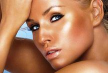 Yaza Özel Bronz Makyajın İpuçları: Bronzer / Güneşin zararlı ışınlarından zarar görmeden, nasıl bronz bir cilde sahip olabiliriz? Bize cevabı favori ürünlerimizden biri veriyor, bronzer!