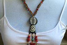 Collares / Collar hecho a mano con piedras, mostacillas
