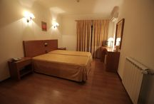 Hotel Santa Mafalda decoration. / See decoration of rooms and public areas of this Hotel.