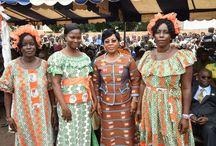 Département de M'Bahiakro / La Première Dame, Dominique Ouattara offre 2 ambulances et du matériel à la population et un fonds de 50 millions F CFA aux femmes