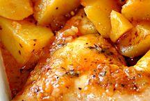 pollo en salsa de tomate con patatas