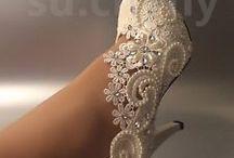 gelinlik ve ayakkabı