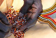Artesanías Massai / Joyas artesanales realizadas por las mujeres Massai. Collares, pulseras, cestos, adornos para zapatos, llaveros...