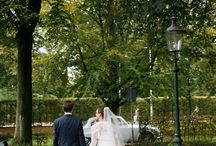 Trouwlocatie / Een sfeerimpressie van een huwelijk in de Hasseltse Kapel, Tilburg. De kapel staat open voor een kerkelijk huwelijk/kerkelijke ceremonie die het bruidspaar naar eigen wens invult met de voorganger. Er zijn meerdere gesprekken met een bruidspaar om qua invulling, versiering en muziek aan alle wensen te kunnen voldoen. Kijk voor meer informatie op www.hasseltsekapel.nl of mail de beheerder op beheerder@hasseltsekapel.nl.