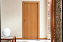 """Marsica - Projectdeuren / De Hybride deur is het alternatief voor de industriële opdekdeur. Iedere consument  heeft de mogelijkheid een  stompe deur naar persoonlijke smaak te verkrijgen die bovendien, door massaproductie, goedkoper is dan andere stompe deuren.   Voordelen Hybridedeur: - Kozijn & deur zijn makkelijk plaatsen ten einde van de bouwcyclus - Keuze uit ruim 60 variaties  - Milieuvriendelijke & krasvaste Plantex toplaag  -""""Onzichtbare"""" scharnieren voor een strakke moderne uitstraling"""