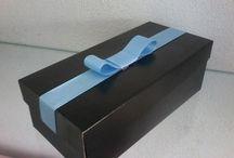 Cartonagem / Elaboramos caixas de presentes em tecido e em papel.