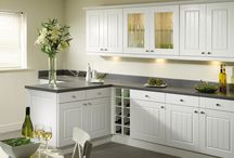 Sorrento / Sorrento offers a range of flexible options for a truly sophisticated kitchen with plenty of storage space. The centrepiece is a shaker-style door, but with the addition of Tongue & Groove panelling for that extra touch. White, Cream or Maple finishes can be combined with a broad range of matching accessories for a truly stylish effect.