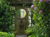 gardens gates and paths / by Nancy Stone