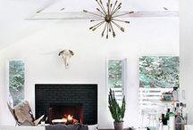 """Mieszkanie - oświetlenie / Oświetlenie może mieć ciekawą formę, ale na pewno nie takie typowe """"industrialne"""", bo w każdym mieszkaniu to jest, na pewno nie """"pająki"""" zwisające z sufitu :)  Fajniejsze byłyby jakieś dodatki nawiązujące do oświetlenia scenicznego"""